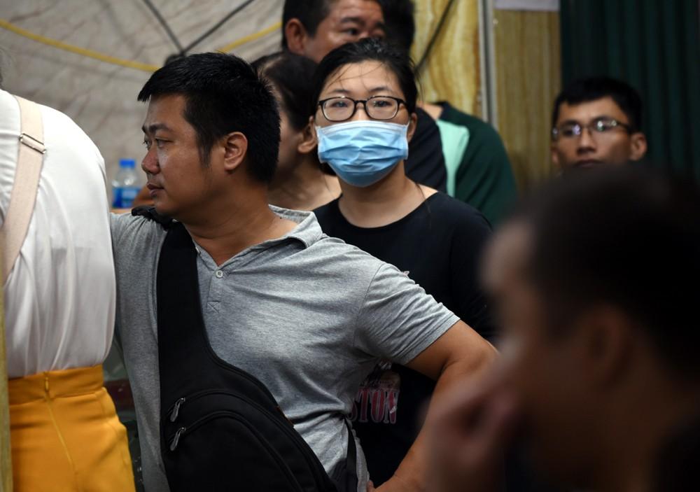 Hà Nội: Chen nhau xếp hàng mua bánh Trung thu khiến phố Thụy Khuê ùn tắc nghiêm trọng - 9