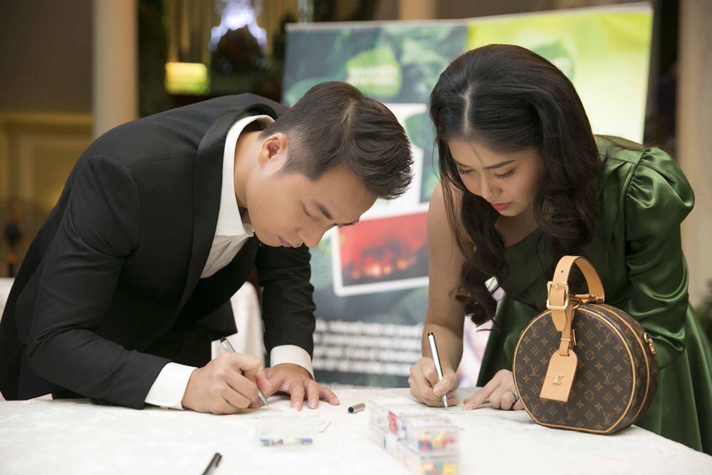 Đăng Khôi và vợ hot girl tình tứ đưa nhau dự sự kiện - 3
