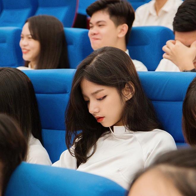Ngỡ ngàng với nhan sắc thật của hot girl mùa khai giảng 2019 - 1