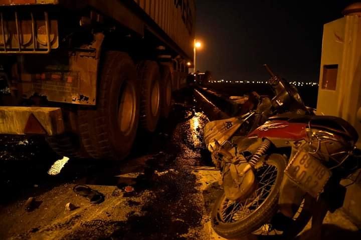 Lời khai của tài xế container đâm văng người đàn ông đi xe máy xuống sông Hồng - 1