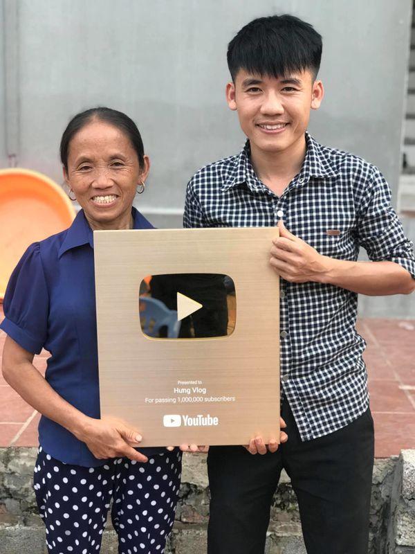 Bà Tân 'vê lốc' có thể kiếm 400 triệu/tháng, hai con trai cũng là Youtuber thì sao? - 3