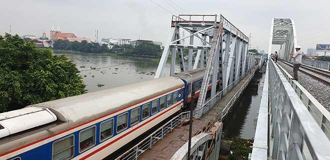 Chuyến tàu cuối cùng chạy trên cầu đường sắt gần 120 tuổi ở Sài Gòn - 2