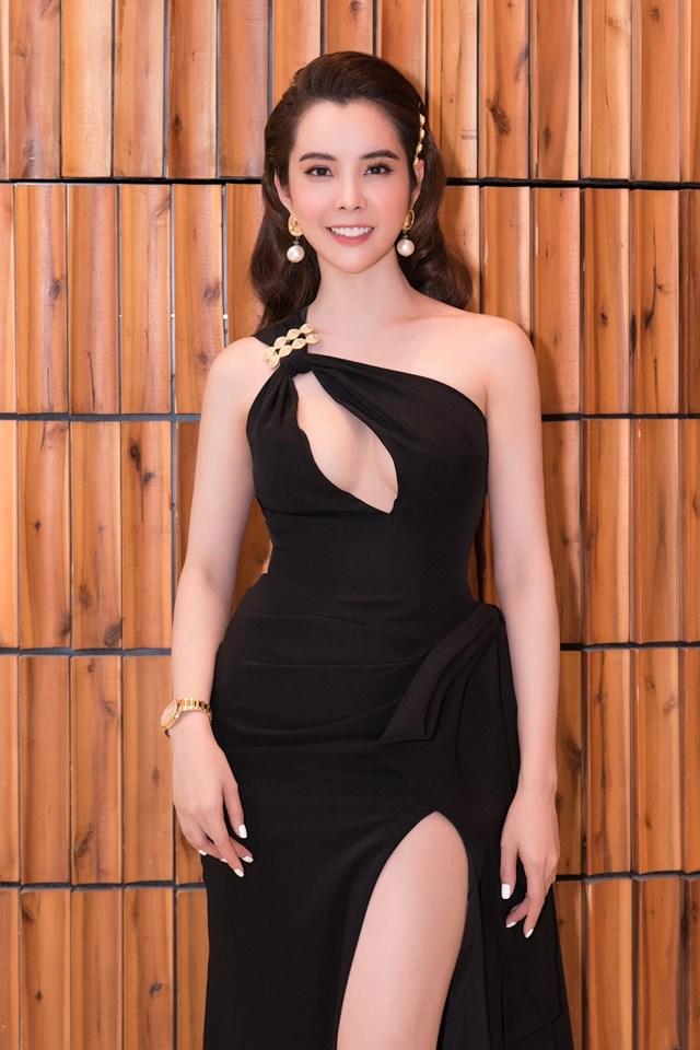 Gu ăn mặc đi đâu cũng nổi bật của Hoa hậu Du lịch Huỳnh Vy - 9