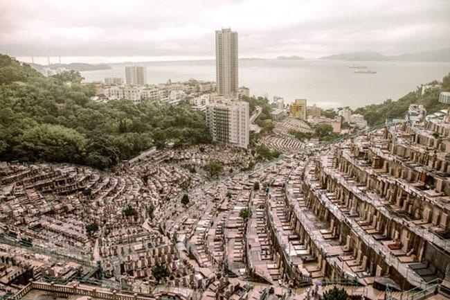 """Choáng ngợp """"thành phố người chết"""" giữa lòng Hong Kong phồn hoa - 1"""