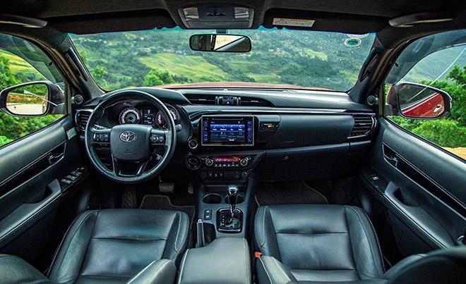 Tại sao Toyota Hilux luôn được đánh giá cao dù ít options hơn đối thủ? - 5