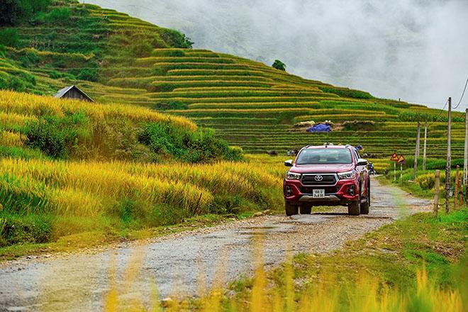 Tại sao Toyota Hilux luôn được đánh giá cao dù ít options hơn đối thủ? - 6