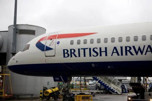 Vì sao cửa sổ máy bay nhất định phải là hình bầu dục? - 2