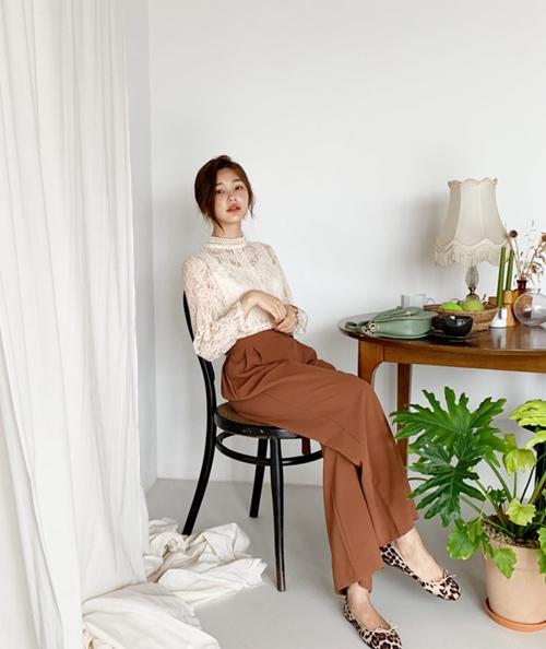 Thời trang công sở mùa thu 2019: Sơ mi cao cổ lên ngôi - 10