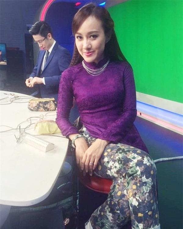 Nữ BTV xinh đẹp của VTV tiết lộ sự thật ngã ngửa trên sóng truyền hình - 10