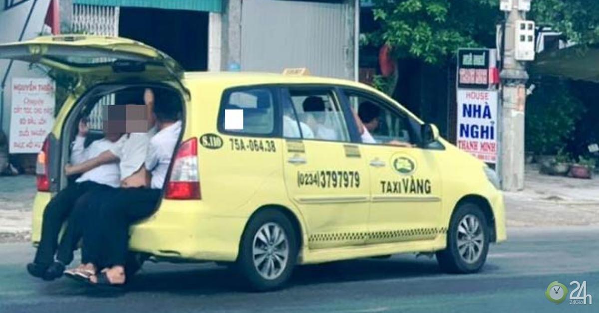 """Taxi """"làm xiếc"""" nhồi nhét 11 người lưu thông trên Quốc lộ 1 - Tin tức 24h"""