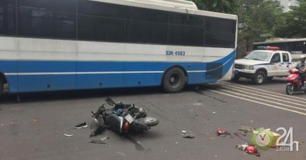 """Sau tiếng truy hô """"cướp, cướp"""", cô gái đi xe máy lao thẳng vào xe buýt ở Sài Gòn - Tin tức 24h"""