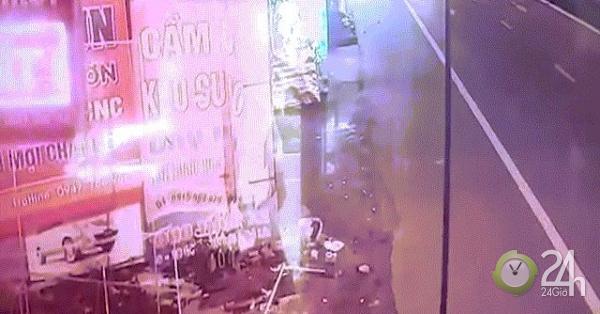 Clip: Phút kinh hoàng cán bộ UBKT tỉnh Hà Tĩnh say xỉn tông 2 thanh niên nguy kịch - Tin tức 24h