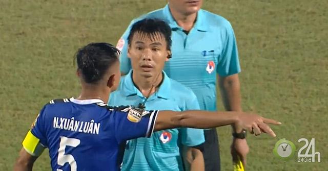"""Sững sờ """"bẻ còi"""" V-League: Tiến Linh U23 mất bàn thắng, Viettel hưởng lợi-Bóng đá 24h"""