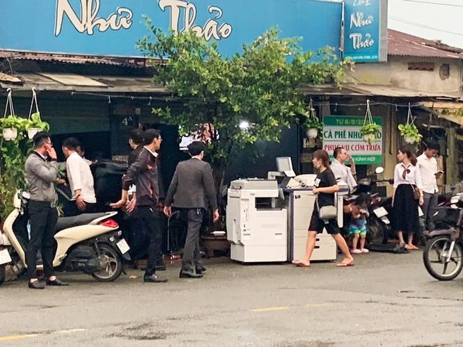 Nhân viên Alibaba ồ ạt dọn đồ khỏi công ty sau khi Nguyễn Thái Luyện bị bắt - 1