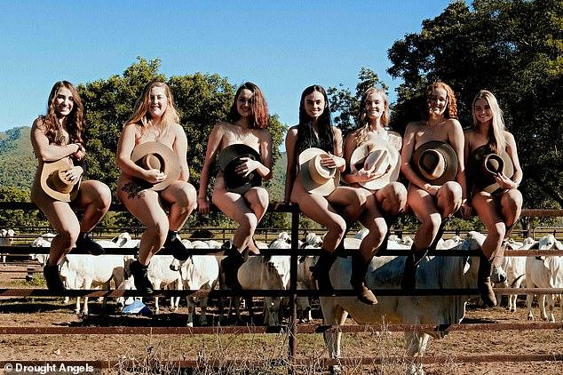 40 sinh viên khỏa thân chụp ảnh gây quỹ giúp nông dân - 1