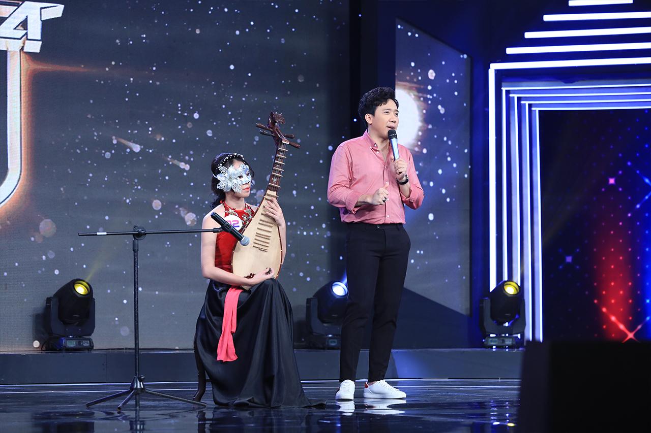 """""""Youtuber triệu view"""" Hương Ly lộ diện xinh đẹp trước hàng triệu khán giả truyền hình"""