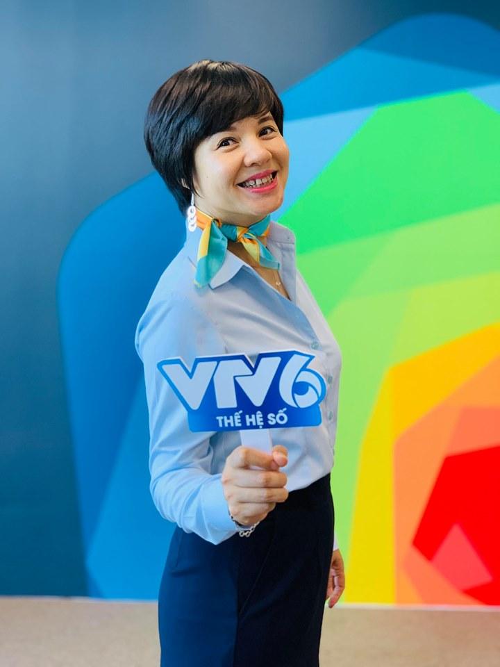 Bất ngờ với nhan sắc Trưởng ban VTV6 Diễm Quỳnh sau 22 năm dẫn sóng - 2