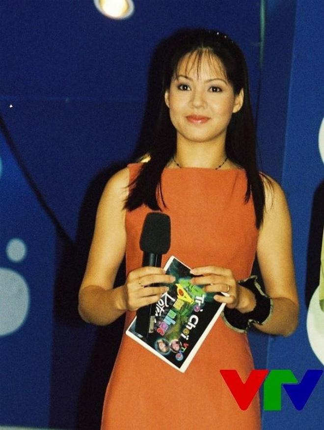 Bất ngờ với nhan sắc Trưởng ban VTV6 Diễm Quỳnh sau 22 năm dẫn sóng - 7