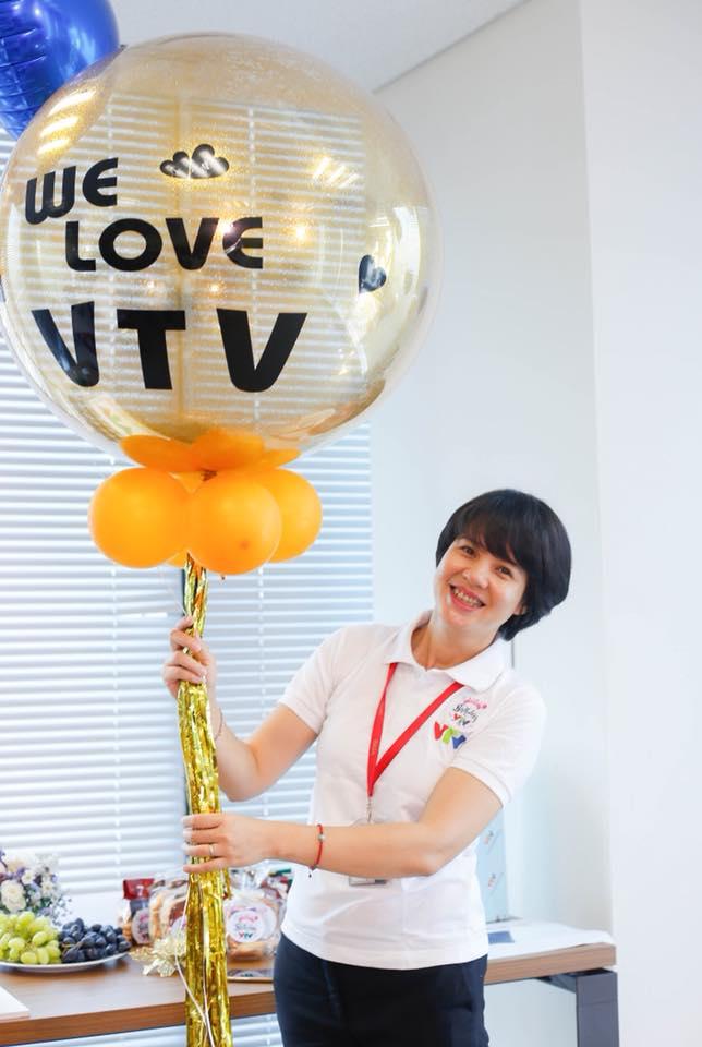 Bất ngờ với nhan sắc Trưởng ban VTV6 Diễm Quỳnh sau 22 năm dẫn sóng - 4