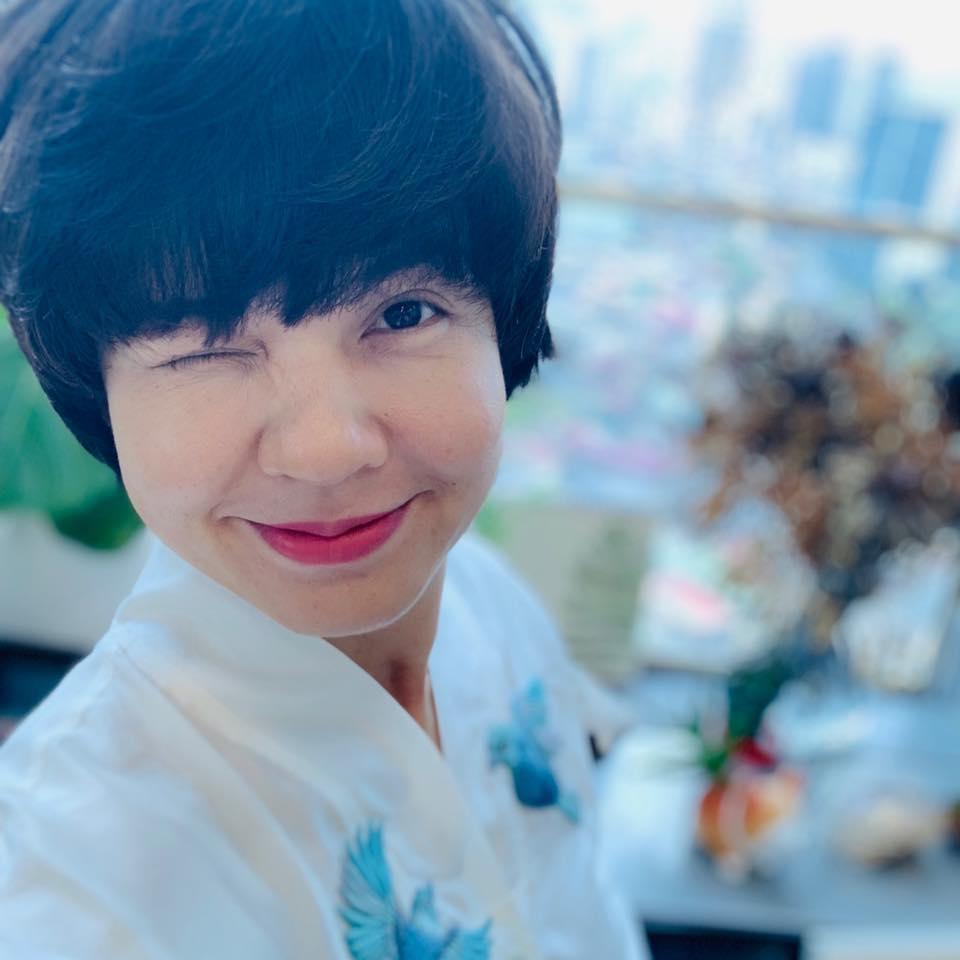 Bất ngờ với nhan sắc Trưởng ban VTV6 Diễm Quỳnh sau 22 năm dẫn sóng - 9