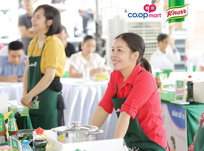 """Ốc Thanh Vân đồng hành cùng các bà nội trợ Việt """"nêm"""" hứng khởi vào mâm cơm nhà"""