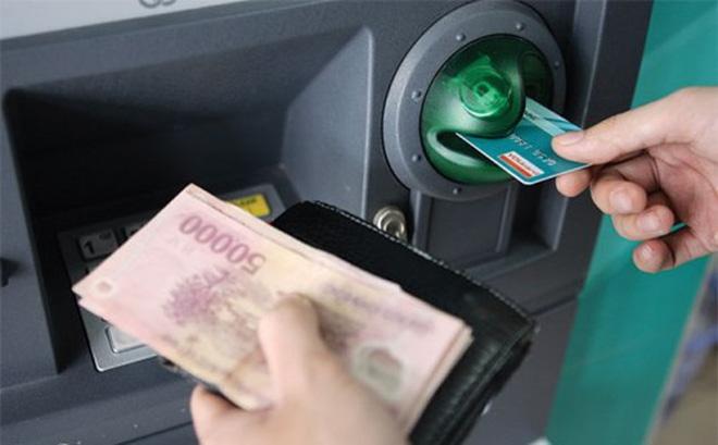 Vô cớ mất tiền từ thẻ ATM và những lưu ý nhất định phải biết - 1
