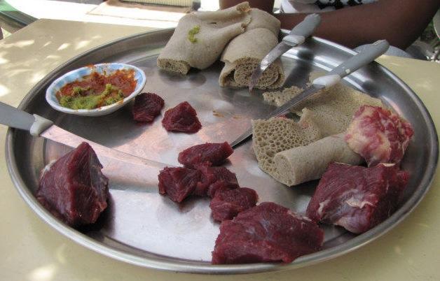 Thịt sống là đặc sản không thể thiếu ở đất nước này - 3