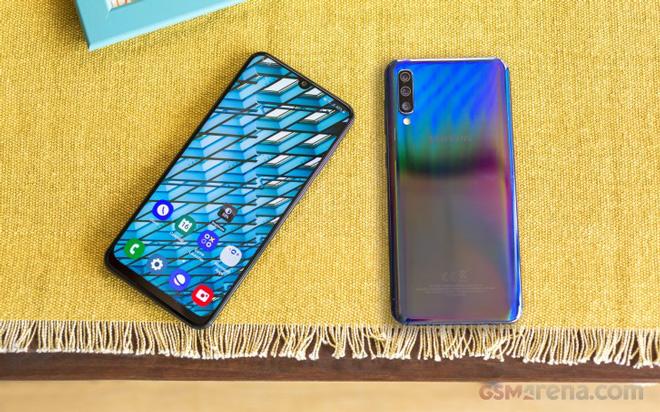 Chọn Vivo S1 hay Galaxy A50 tầm giá 6 triệu? - 1