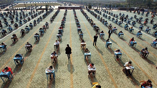 Tổng hợp những cách chống gian lận thi cử bá đạo của giáo viên trên khắp thế giới - 7