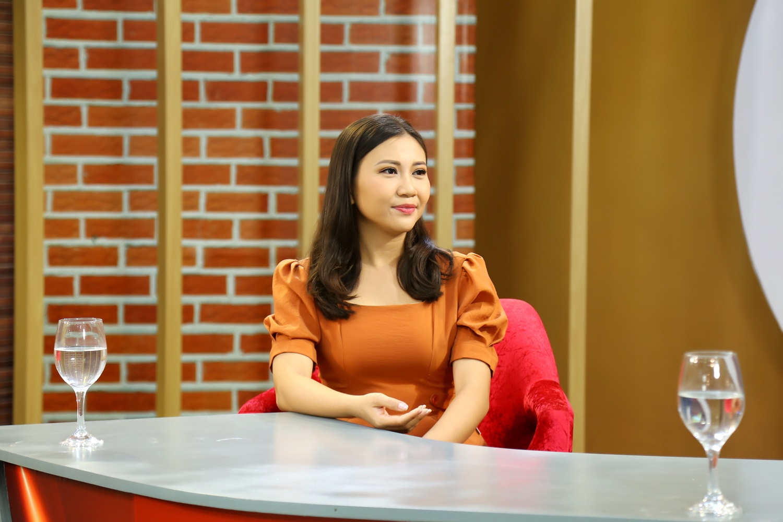 Nữ MC Huỳnh Ngân rùng mình tiết lộ chuyện kỳ dị gặp phải lúc đêm khuya