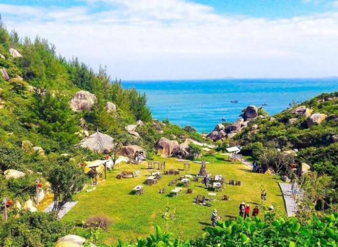 Đến Quy Nhơn cắm trại ngủ lều ngay bờ biển, ngắm bình minh đẹp nao lòng - 2