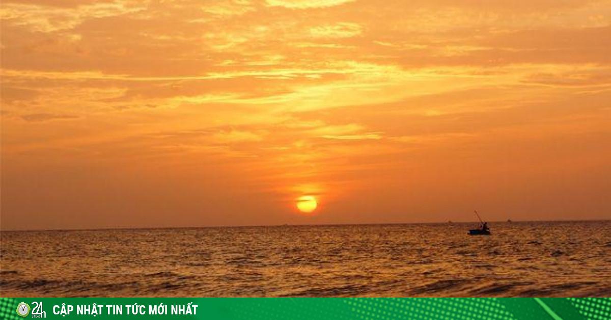 Đến Quy Nhơn cắm trại ngủ lều ngay bờ biển, ngắm bình minh đẹp nao lòng