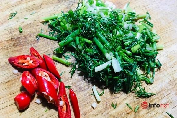 Lạ miệng với món bao tử cá ba sa xào cải chua - 7