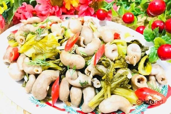 Lạ miệng với món bao tử cá ba sa xào cải chua - 12