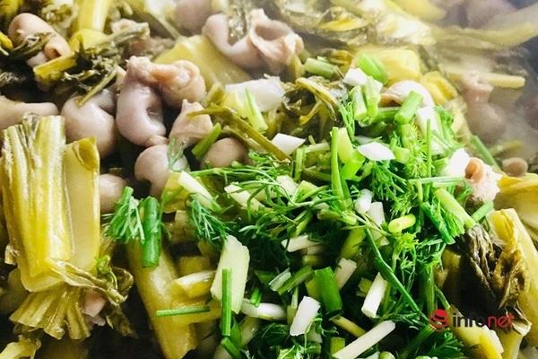 Lạ miệng với món bao tử cá ba sa xào cải chua - 11
