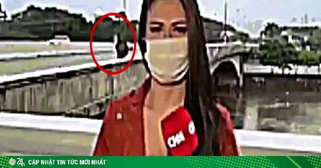Nữ phóng viên xinh đẹp bị cướp khi đang quay trực tiếp