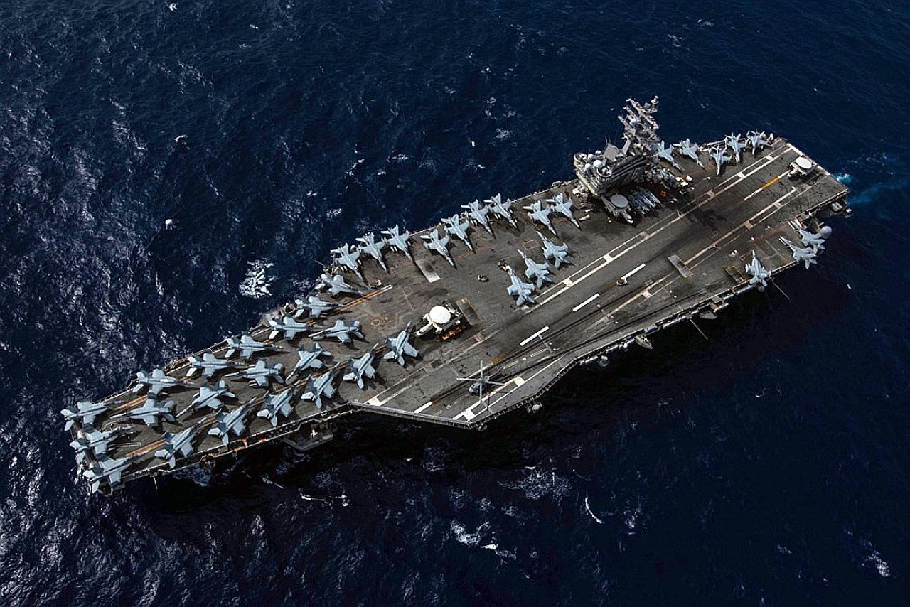 Thông điệp của Mỹ khi điều 2 tàu sân bay đến Biển Đông, nơi TQ đang tập trận - 1