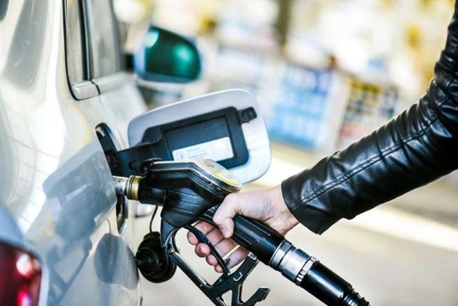 Điều gì xảy ra khi đổ dầu diesel vào chiếc xe chạy xăng - 1