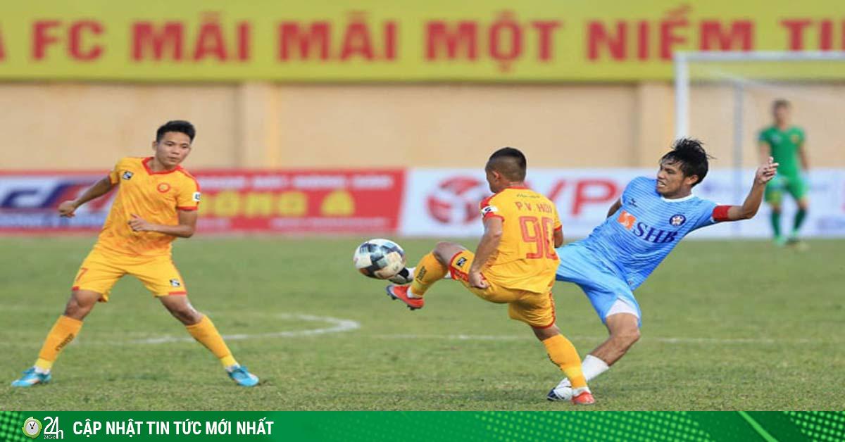 Vòng 8 V-League hấp dẫn: Đức Chinh - Công Phượng rực sáng, kết quả đối lập