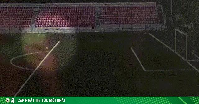 Video: Hãi hùng khoảnh khắc thiếu niên bị sét đánh trúng ngay trên sân bóng
