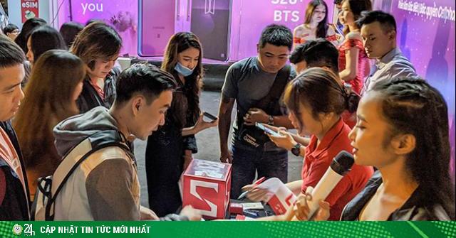 Chiêu đãi fan bằng đêm hội Galaxy S20+ BTS, CellphoneS đông kín người vào rạng sáng