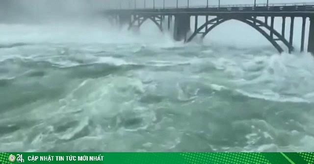 Hồ thủy điện khủng TQ xả lũ: 30 vạn người bị ảnh hưởng, 12 làng bị nhấn chìm