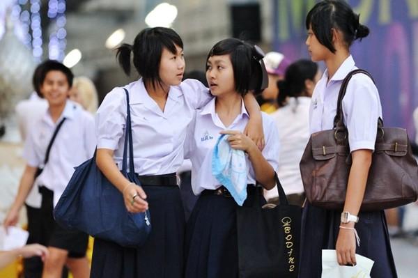 Học sinh bị khủng hoảng tâm lý vì thầy giáo cắt tóc cho quá xấu, Thái Lan phải ra lệnh cấm - 1