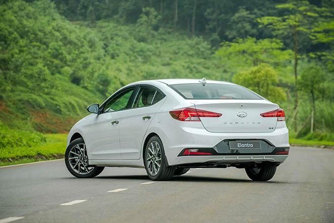 Giá xe Hyundai Elantra lăn bánh giảm 50% LPTB tháng 7/2020 - 7