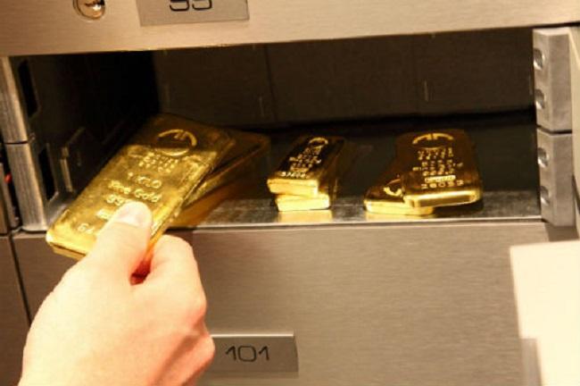 Đều đặn, mỗi tháng 2 vợ chồng mua 2 chỉ vàng cất két.