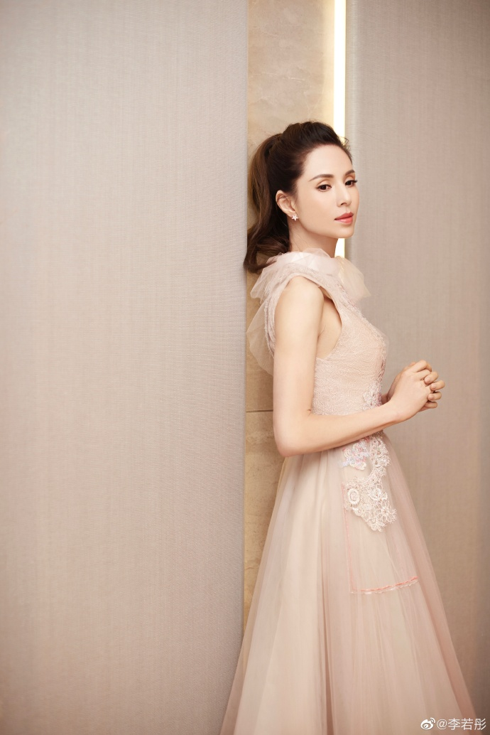 """""""Tiểu Long Nữ đẹp nhất màn ảnh"""" khiến fan vỡ mộng vì vẻ ngoài già nua khó tả - 3"""