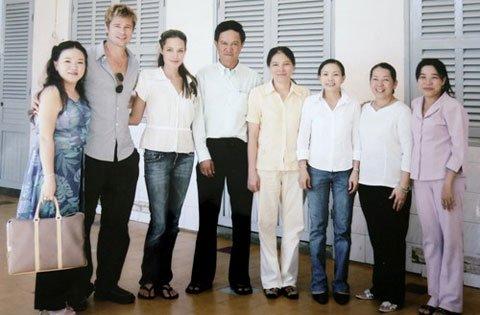 Cậu bé người Việt làm con nuôi của sao Hollywood sở hữu 35 triệu USD giờ ra sao? - 3