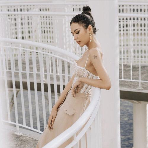 Học trò Hà Hồ diện váy áo hở vai để khoe hình xăm đặc biệt - 3