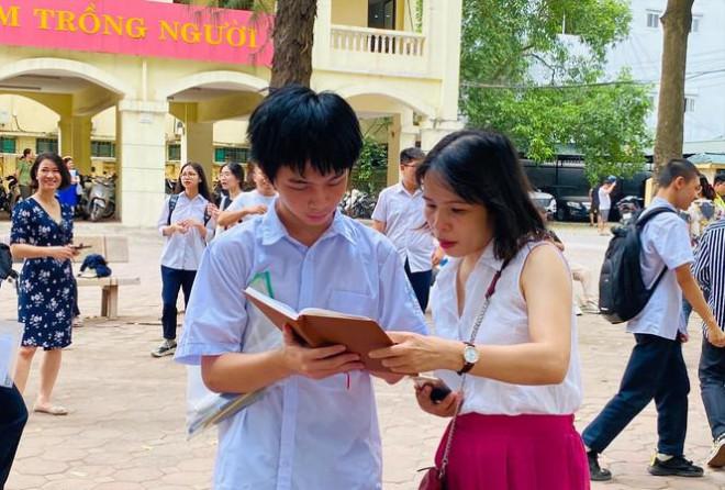 Tuyển sinh lớp 10: Thí sinh cân nhắc kỹ trước khi xác nhận nhập học - 1