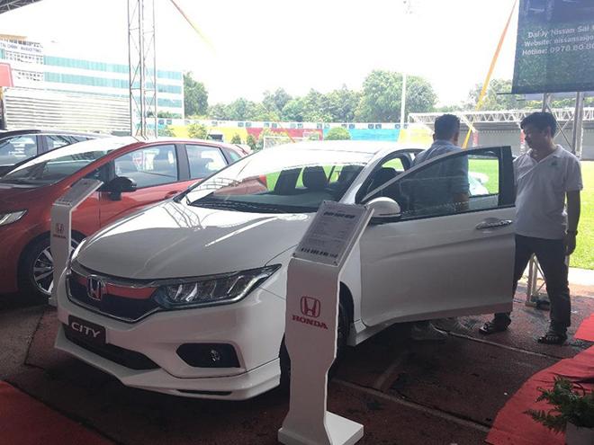 Một số dòng ô tô giảm giá từ khoảng 20 đến 100 triệu đồng - 1